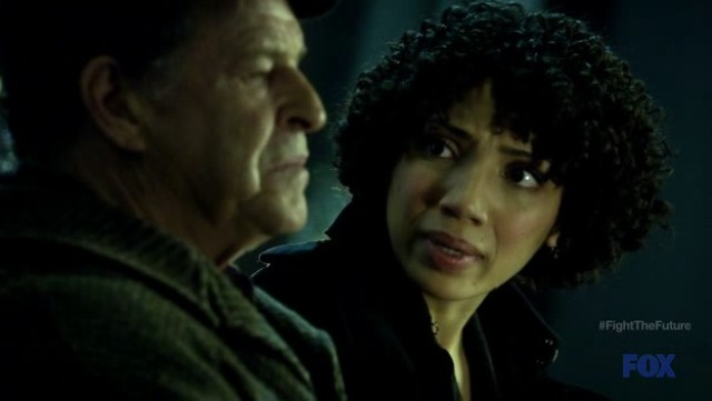 Fringe S4x19 - Walter and Astrid in the train