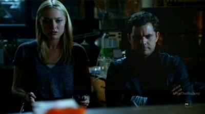 Fringe S5x03 - Etta and Peter study the options to fight for freedom in 2036