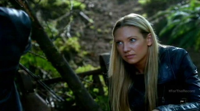 Fringe S5x03 - Olivia is thinking about her family before seeking out Peter