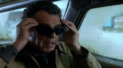 Fringe S5x03 - Walter dons the MIB style sunglasses