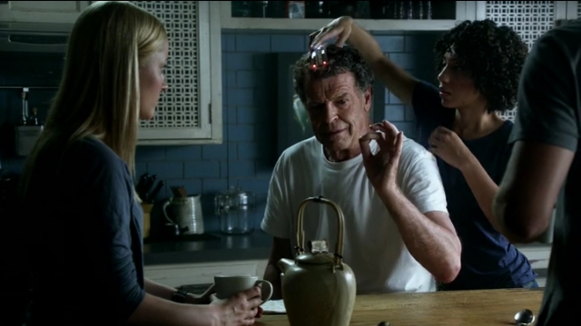 Fringe S5x02 - Astrid tries to get the Transilience Thought Unifier off Walter's head