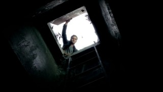 Fringe S5x02 - Peter open the hatch to the tunnels