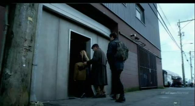 Fringe S5x10-Black Lab entrance