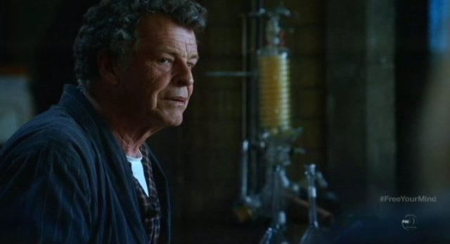 Fringe S5x09 - More than Brown Betty is at work in Walter