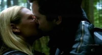 Fringe S5x09 - Olivia and Peter share a tender kiss in the woods