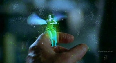 Fringe S5x09 - Tinkerbell the Pixie lands on Walters finger