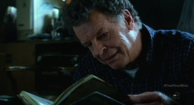 Fringe S5x09 - Walter discovers a notebook journal