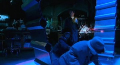 Fringe S5x09 - Walter sees the Pixie enter a wormhole portal with Nina and himself