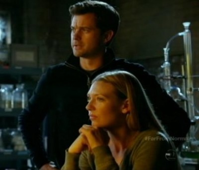 Fringe S5x10 - Peter and Olivia working close together