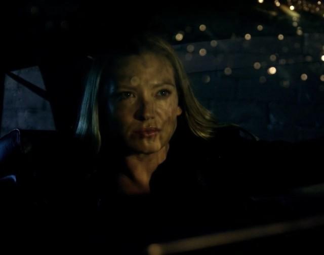 Fringe S5x08 - Olivia in the car