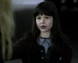 Fringe S5x08 - Olivia talking to Darby