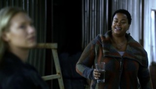 Fringe S5x08 - Simone offers her a glalss of water