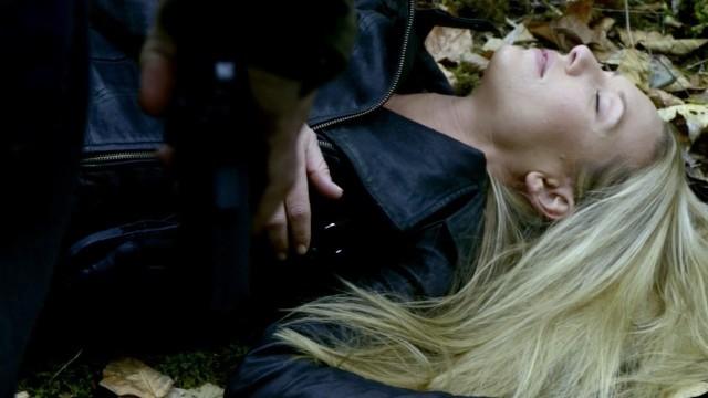 Fringe S5x08 - Olivia is knocked down