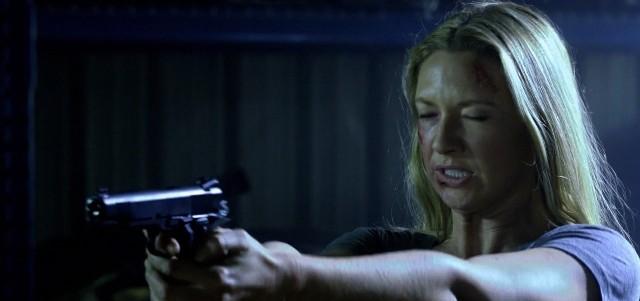 Fringe S5x08 - Olivia with a gun, that type of gun again