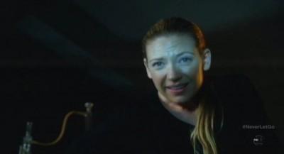 Fringe S5x11 - Olivia finds Walter stark naked in the tank