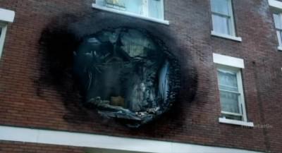 Fringe S5x11 - September's apartment is vaporized
