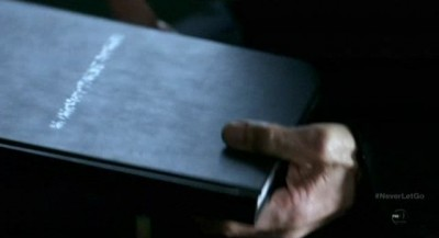 Fringe S5x11 - The notebook is seen in September's hands