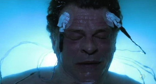 Fringe S5x11 - Walter is wired up in the tank at the lab