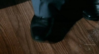 Fringe S5x11 - Windmark's Observer minion taps his foot to the jazz music