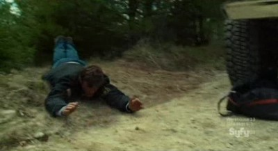 Haven S3x01 - Nathan dragged by his feet by an unkwown force
