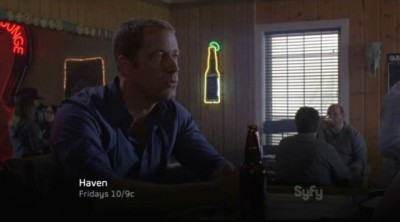 Haven S4x01 - Colin Ferguson in the bar