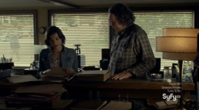 Haven S4x08 - Jennifer continues her research with Vince at the Haven Herald