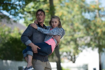 Haven S4x08 - Duke saves an innocent little girl from the pressure wave!