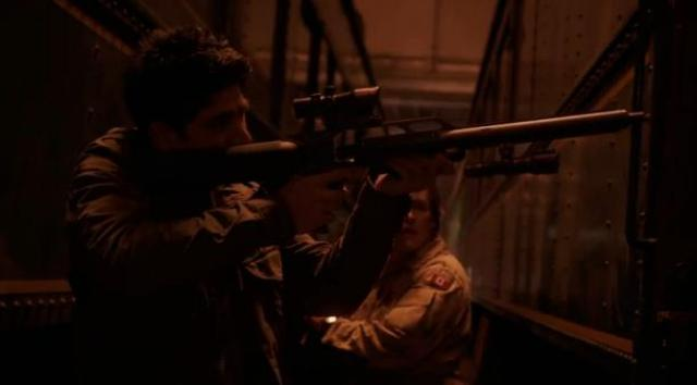 Primeval New World 01x04 Mac shoots at bird