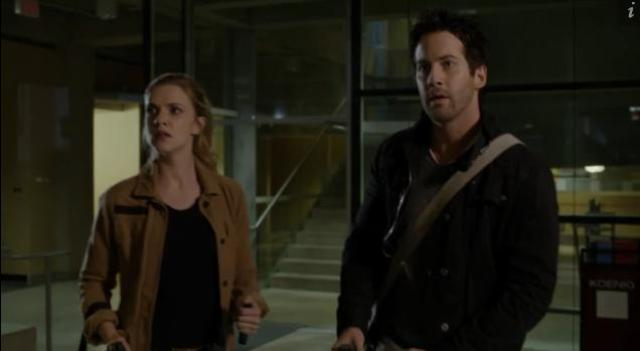 Primeval New World 01x05 Evan and dylan in library