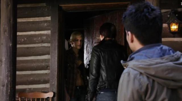 Primeval New World 01x07 At the cabin