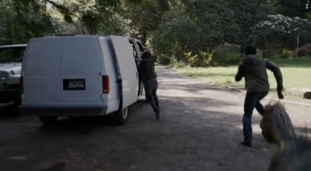 Primeval New World 01x07 Chased by a dino