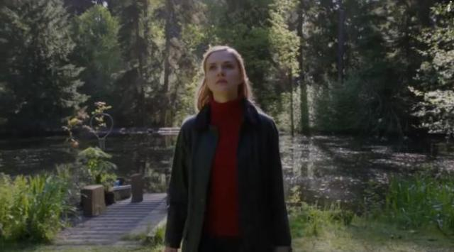 Primeval New World 01x07 Dylan in front of the lake