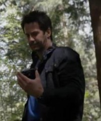 Primeval New World 01x07 Evan finds the camera