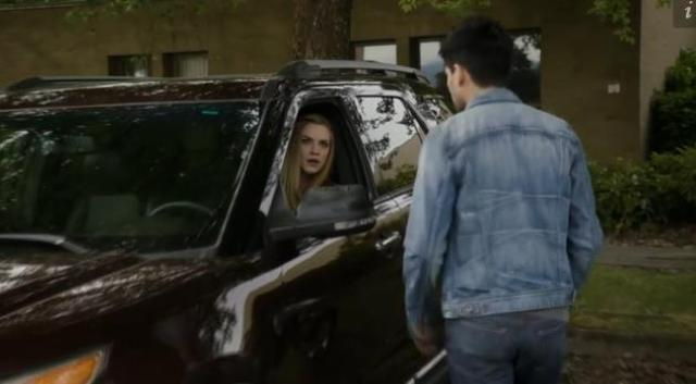 Primeval New World 01X11 Dylan finds Mac
