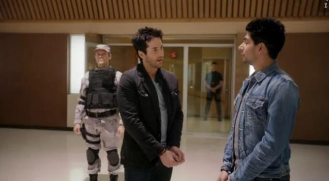 Primeval New World 01X11 Evan and Mac in handcuffs