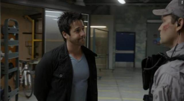 Primeval New World 01X11 Evan being invaded