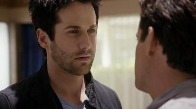 Primeval New World 01X11 Hall sometimes the only way forward is back