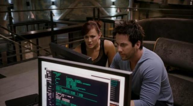 Primeval New World 01X11 Toby and Evan chase info