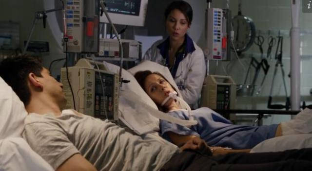 Primeval New World 01x12 Mac gives blood