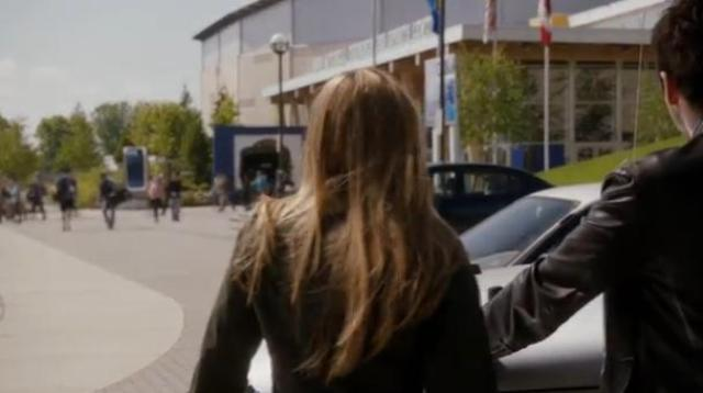 Primeval New World S1X10 Evan and Dylan arrive at sports center