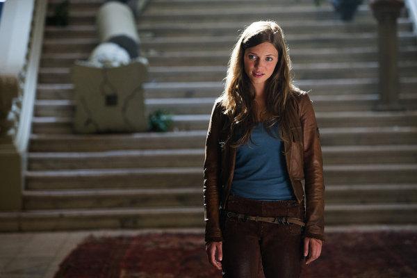 Revolution S1x01 - Tracy Spiridakos as Charlie