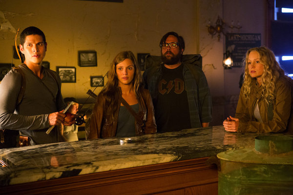 Revolution S1x01 - In the bar looking for uncle Miles