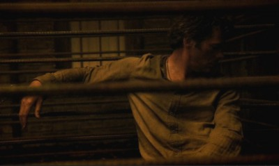 Revolution S2x02 - Miles is being held prisoner in a cage outside the Red Door