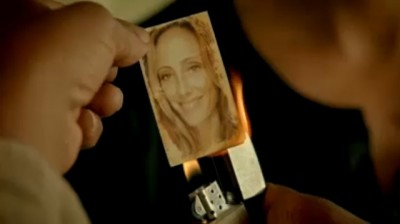 Revolution S2x03 - Tom Neville infiltrates US Secretary ranks and burns picture of his wife Julia as cover