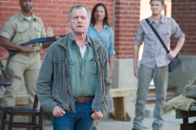 Revolution S2x07 - Gene Porter is revealed to all as a Patriot traitor in Willoughby