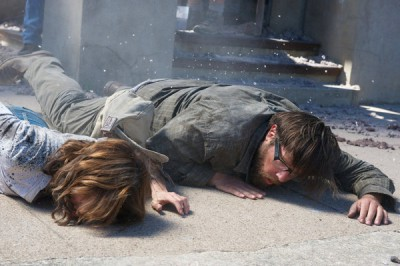 Revolution S2x07 - Aaron and Cynthia are knocked out from the explosion