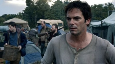 Revolution S2x06 - A young Miles Matheson in charge of the refugee camp three years after the blackout