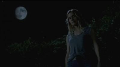 Revolution S2x06 - Rachel digs up Monroe after he was buried
