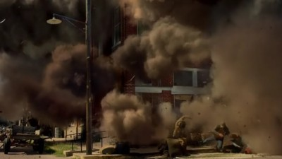Revolution S2x07 - Aaron and Cynthia are caught in the blast of terrorist explosion