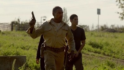 Revolution S2x07 - Tom and Jason Neville prepare for battle against the drug induced Patriot recruits